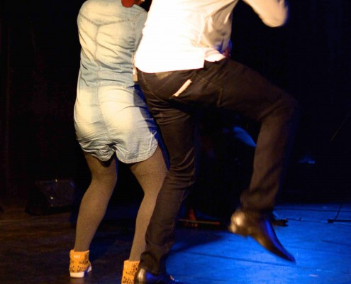 Didier Bilé Danse avec une spectatrice